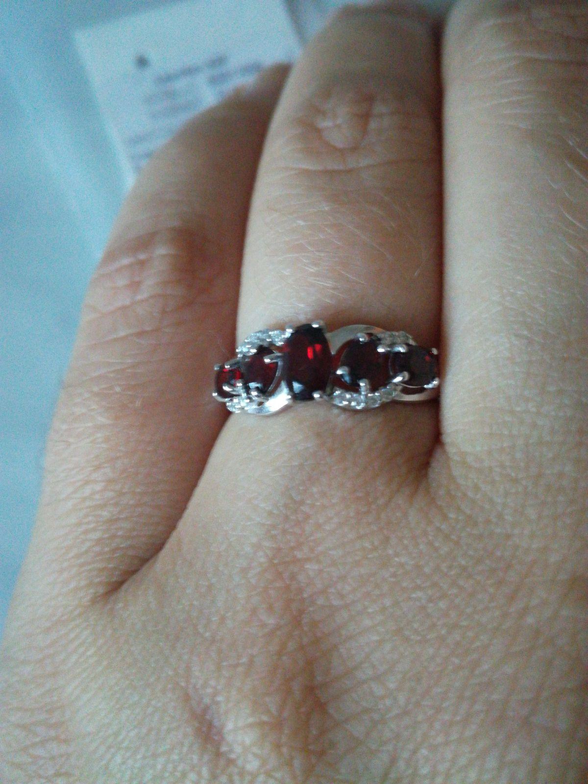 Очень красивое кольцо с натуральными камешками