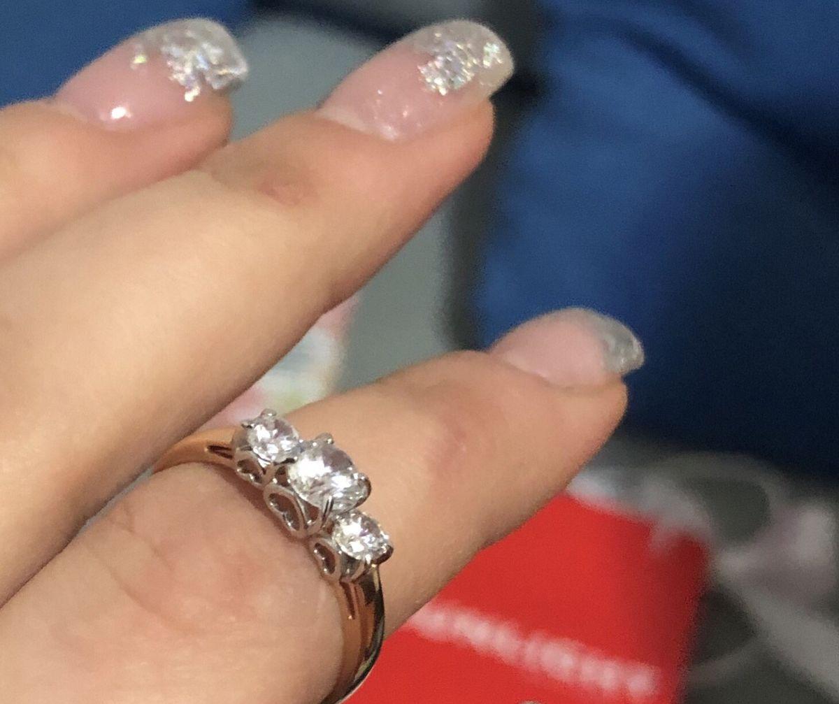 Золотое кольцо с фианитами просто прелестное