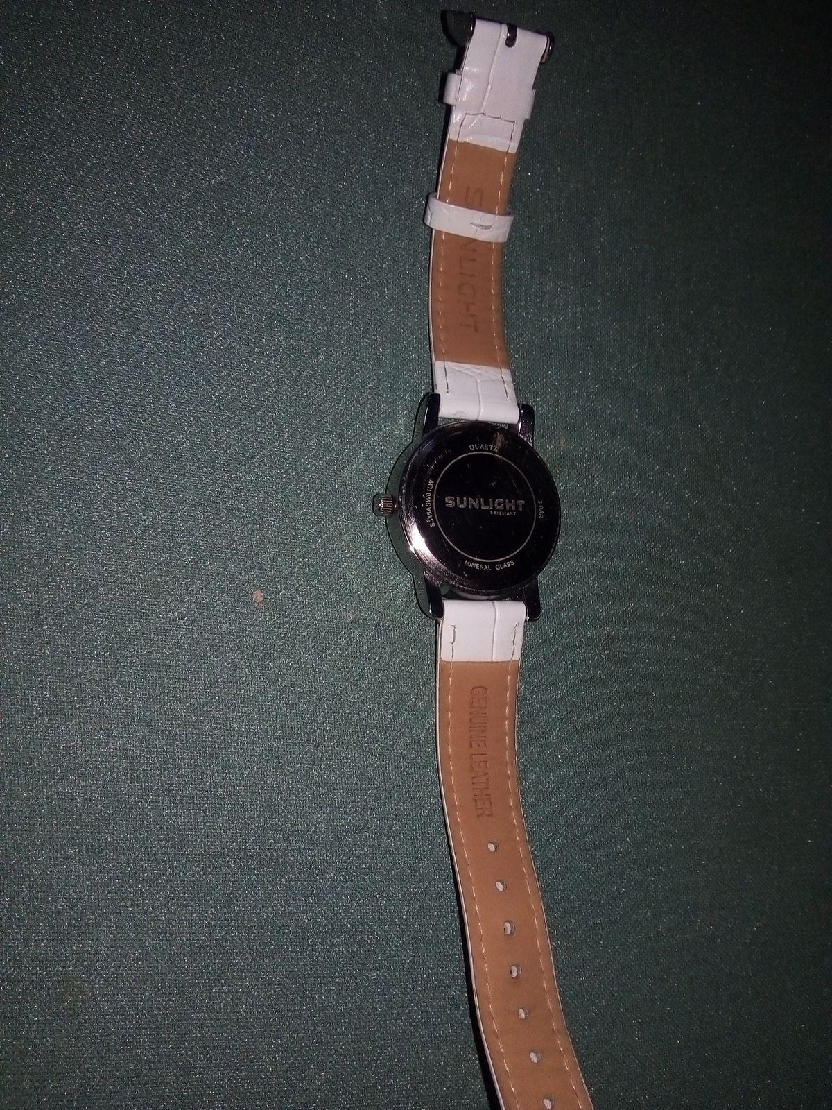 Белые хорошие часы