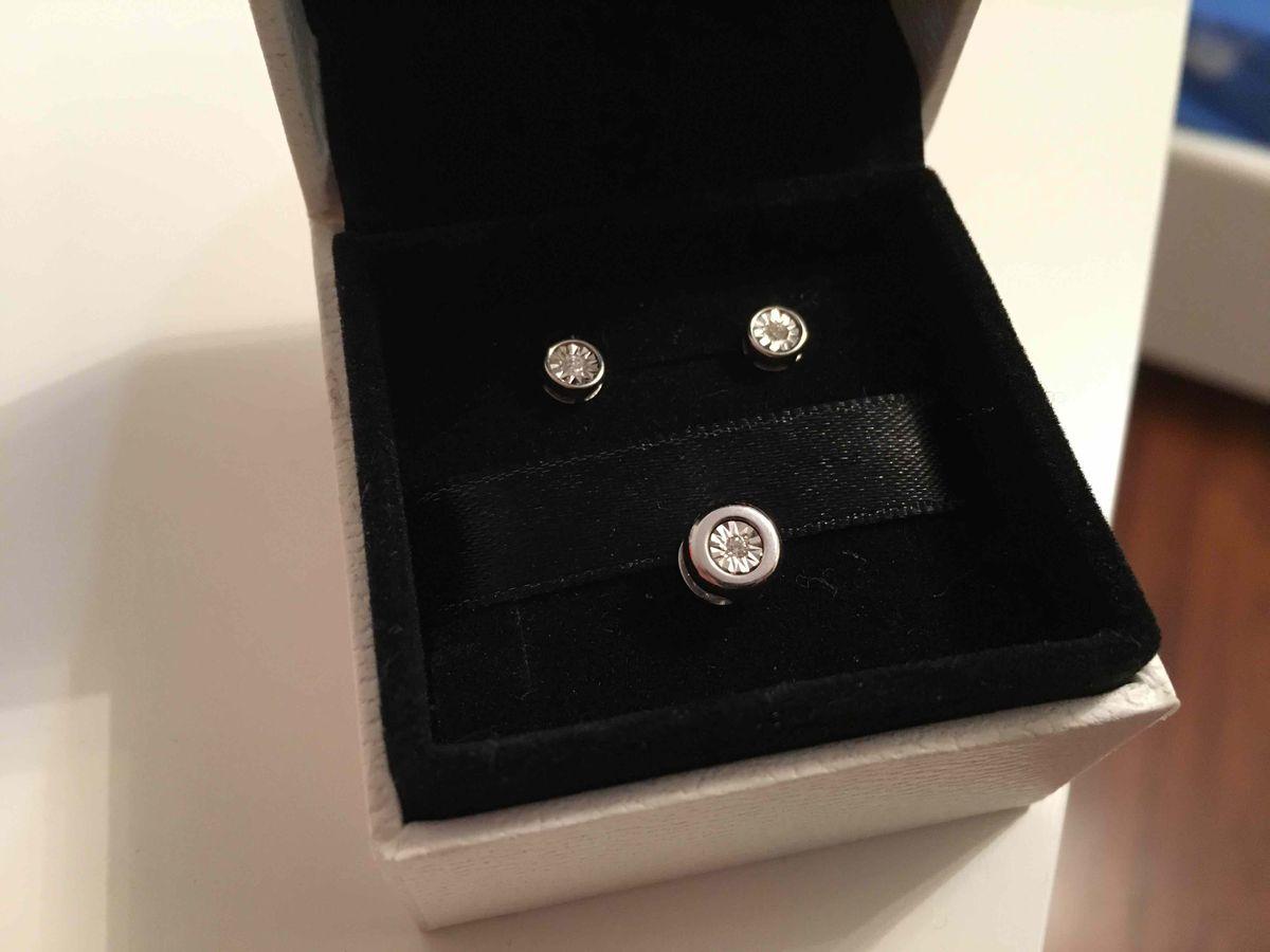 Гвоздики с небольшими  бриллиантами