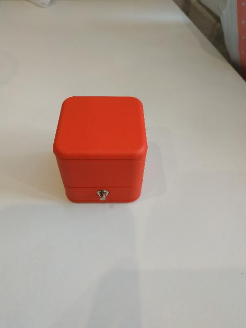 Корбочка с кнопкой