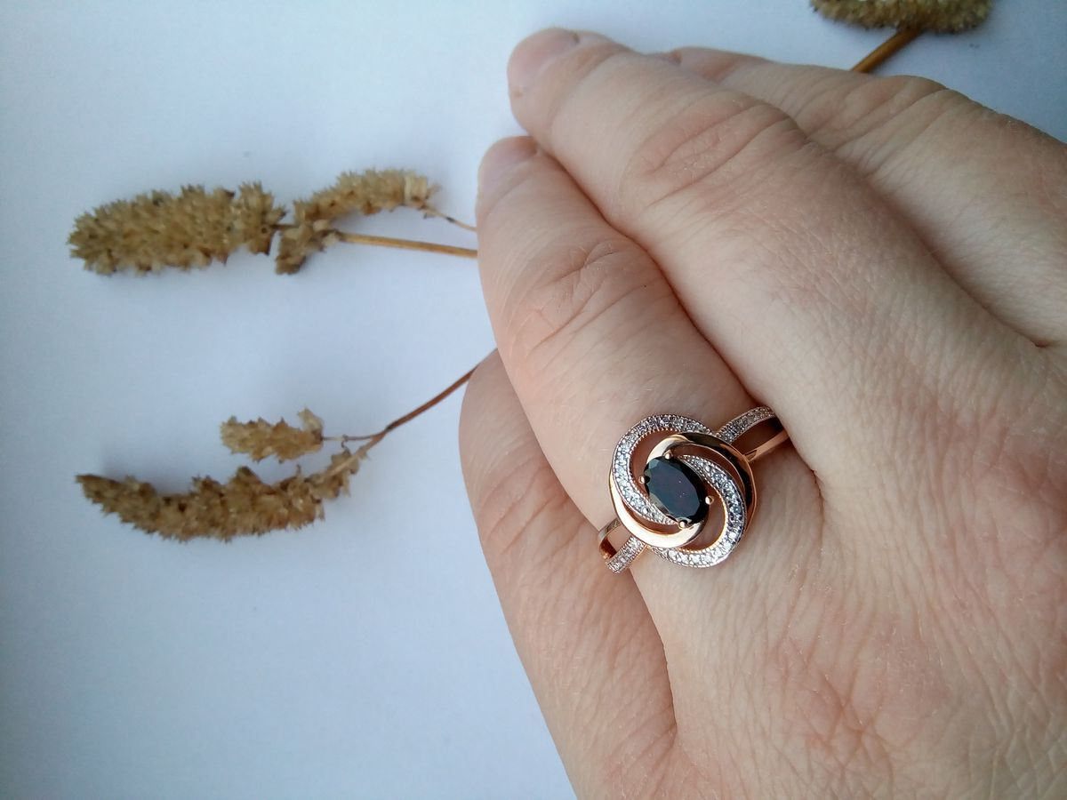 Космическое кольцо.