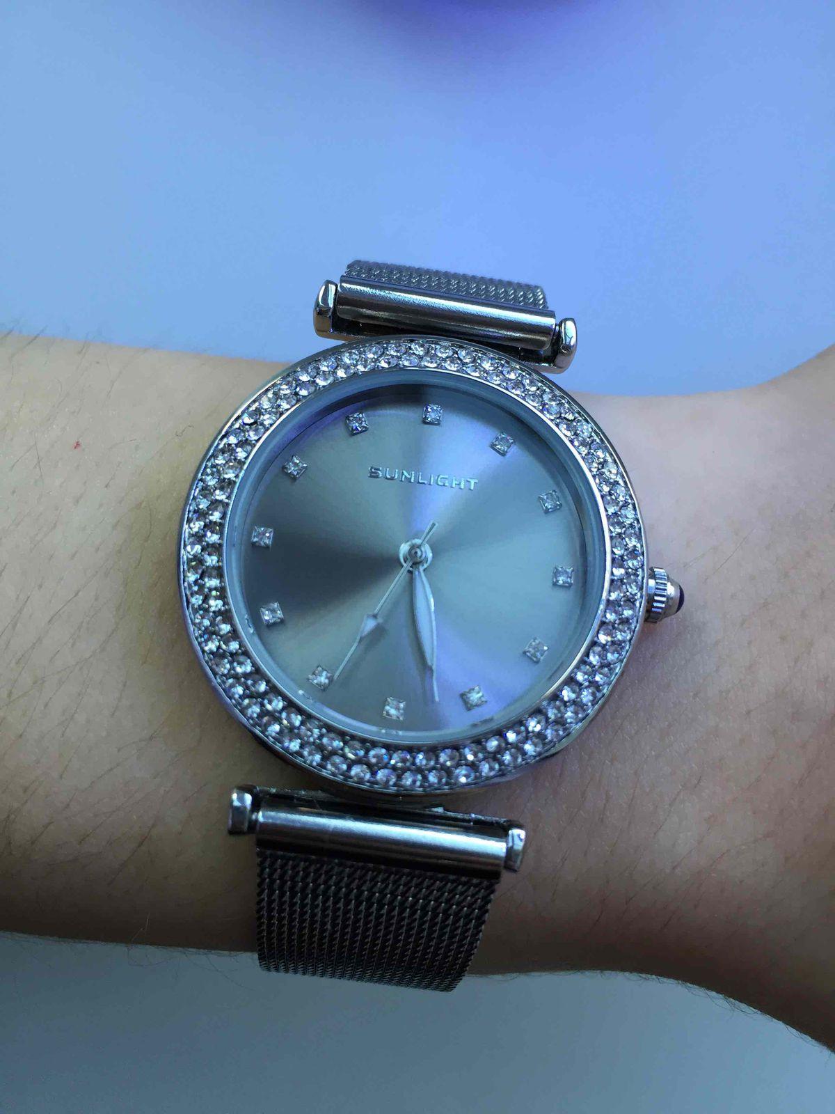 Женственные часы