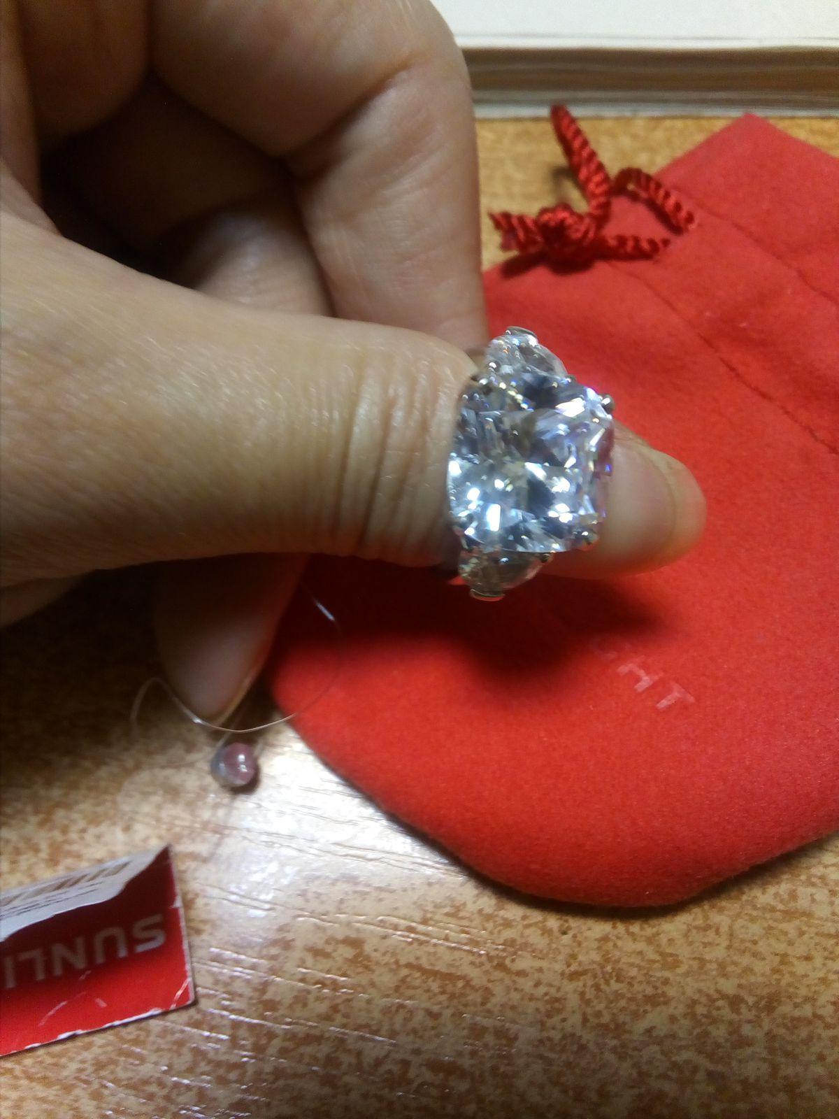 Перстень с шикарным фианитом