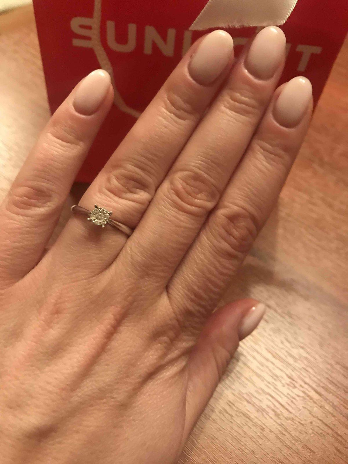 Красивое кольцо с бриллиантами!