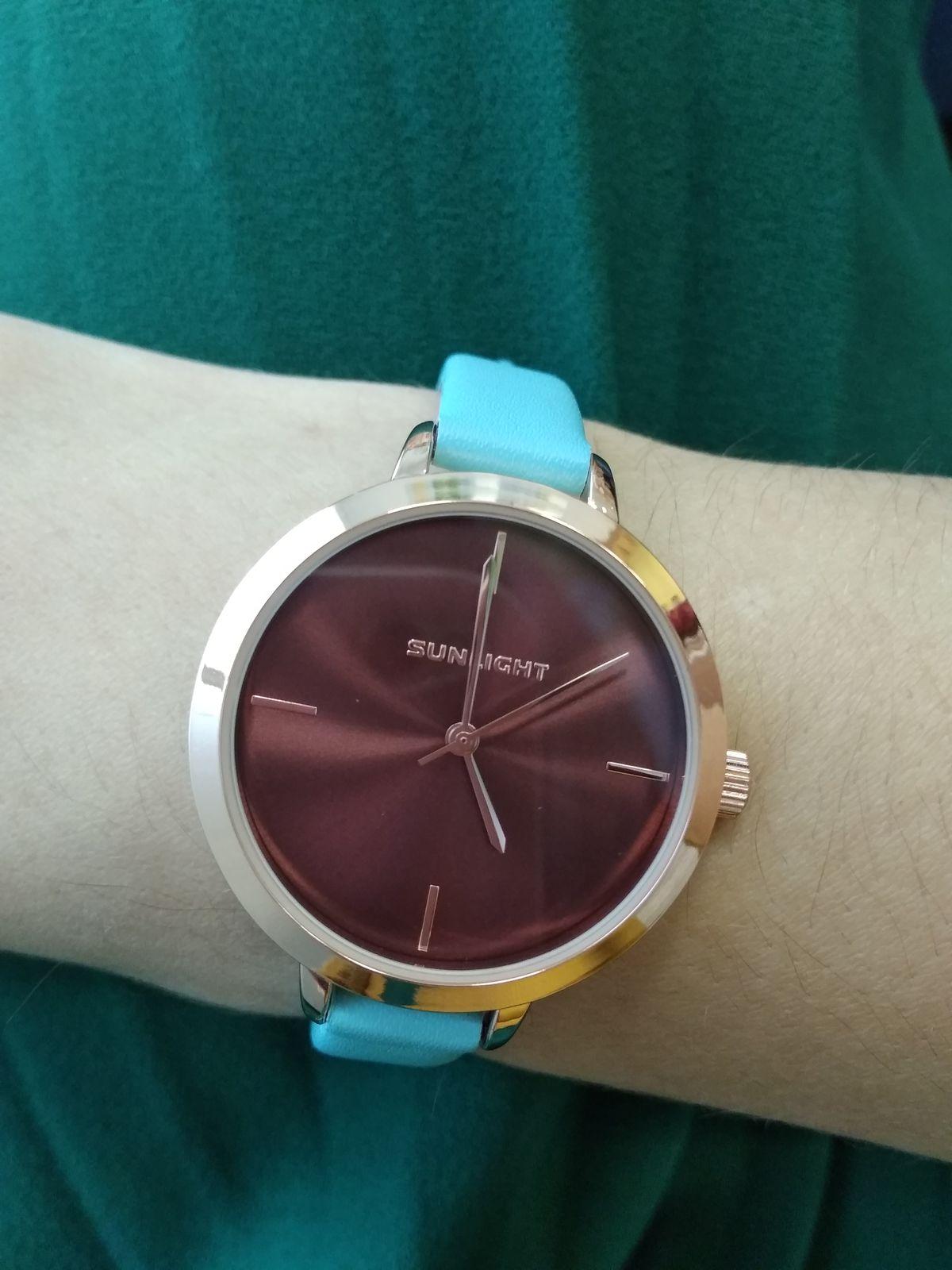 Часы голубой ремешок