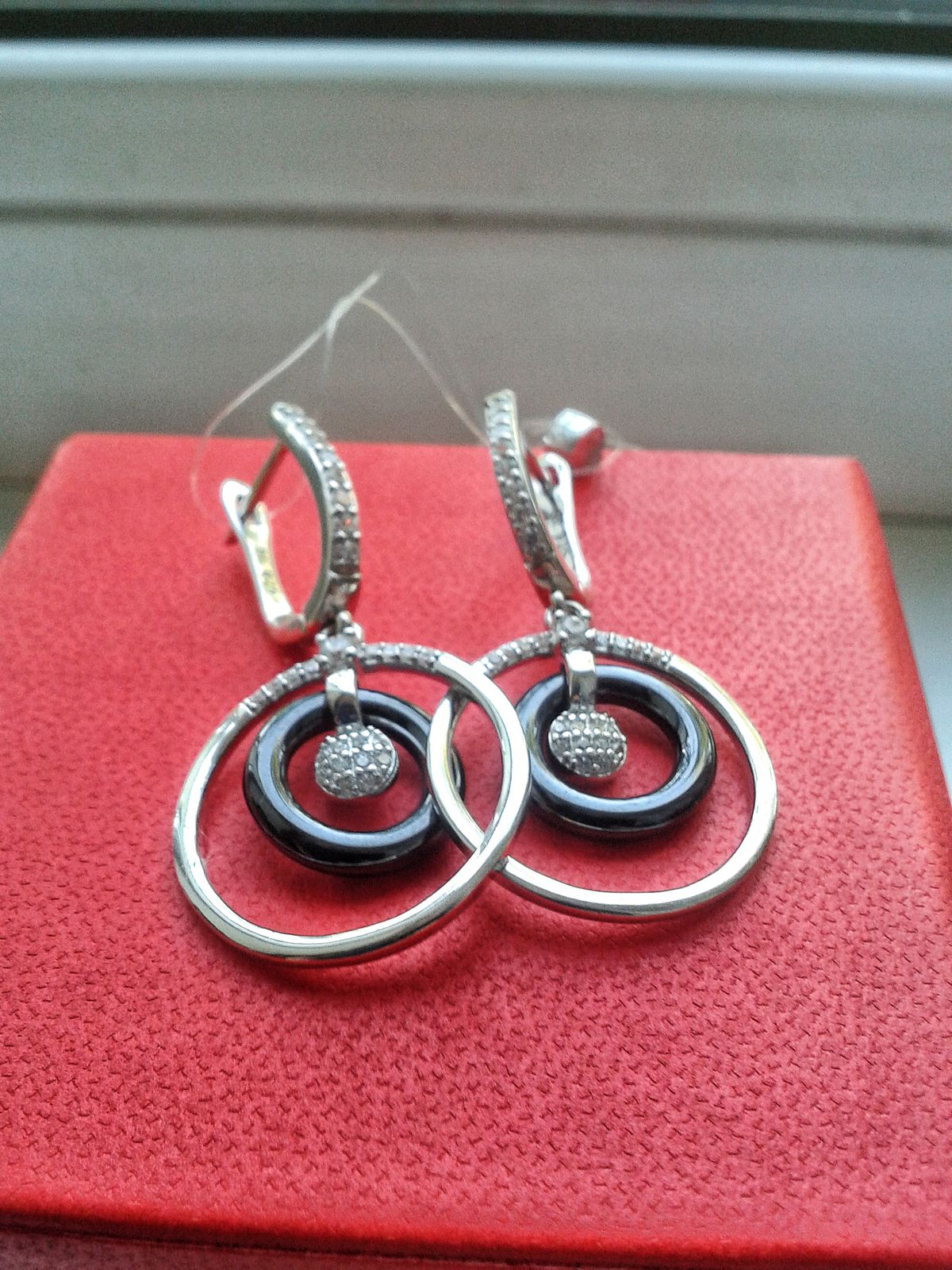 Красивые черно-серебряные серьги