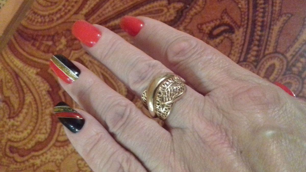 Ажурное, шикарное кольцо.