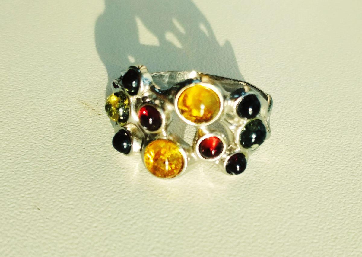 Оригинальное кольцо с янтарем