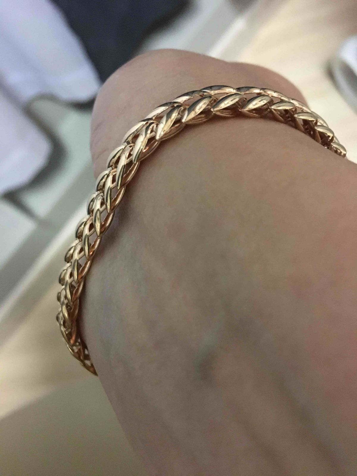 Золотой браслет с оригинальным плетением