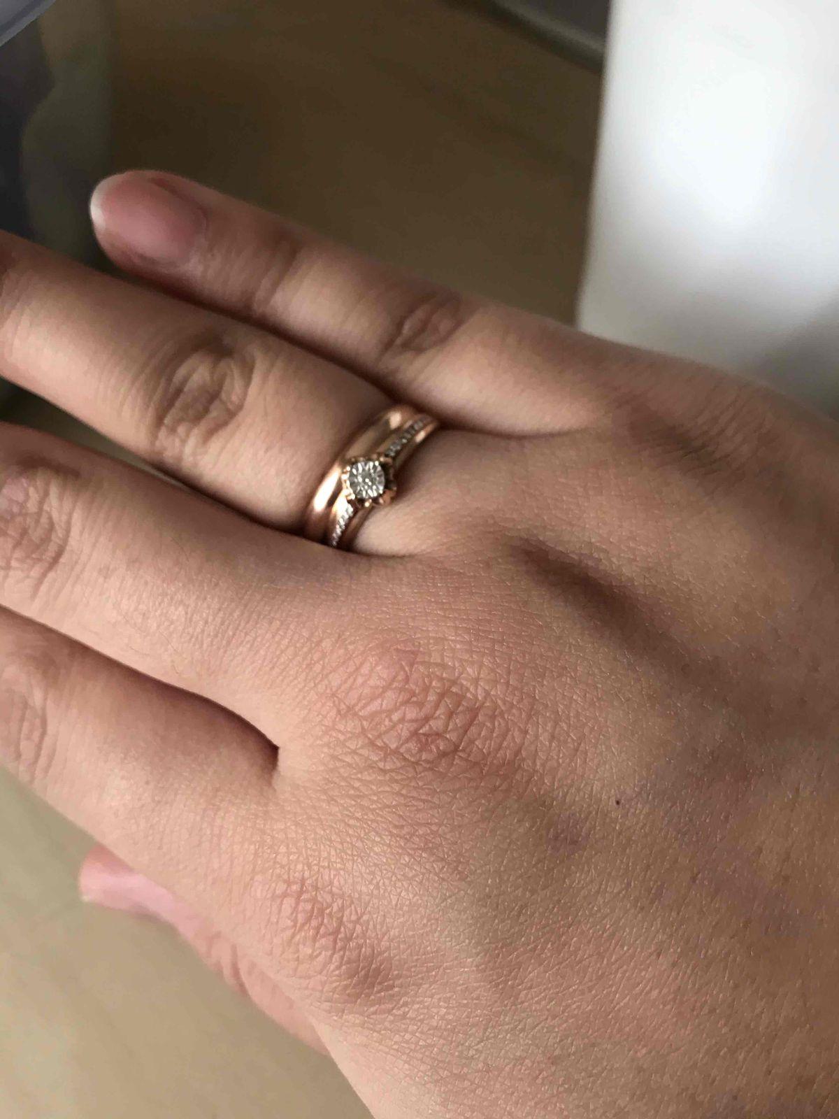 Купили обручальное кольцо.