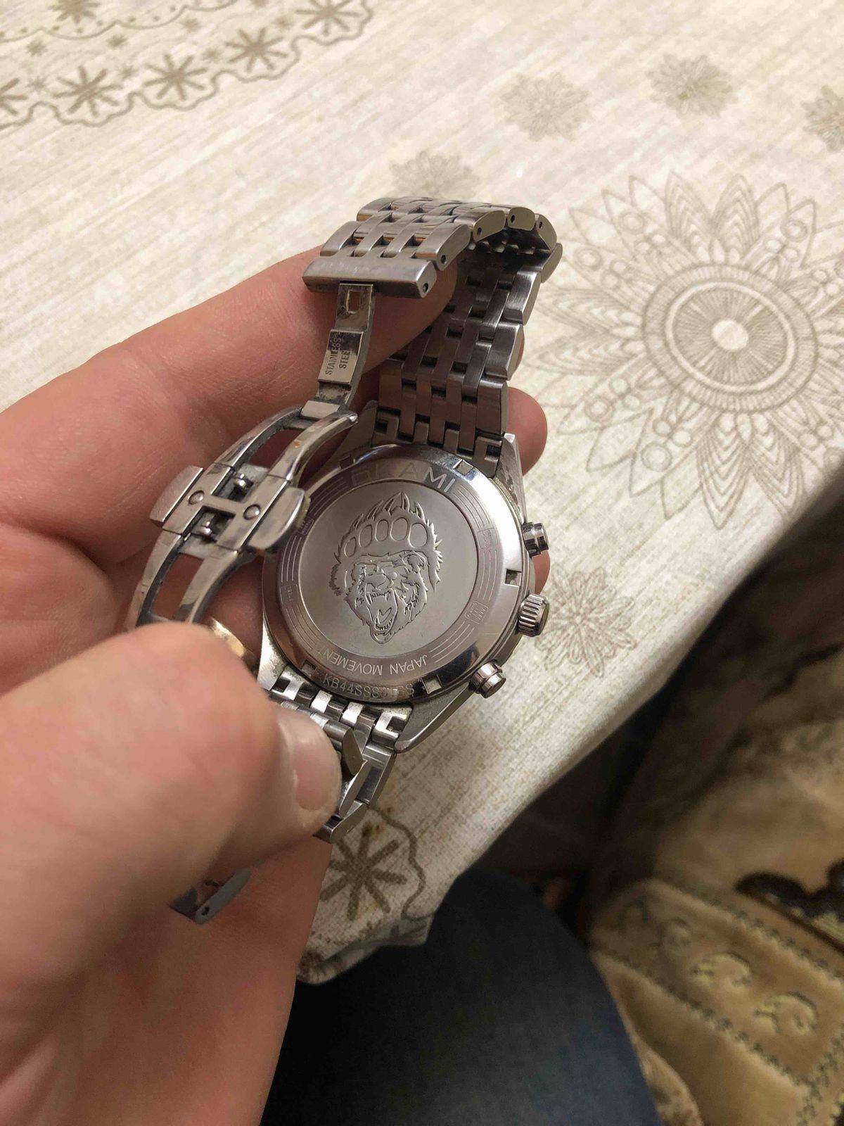 Очень хорошие часы, рекомендую! купил год назад, цвет не теряет , удобные