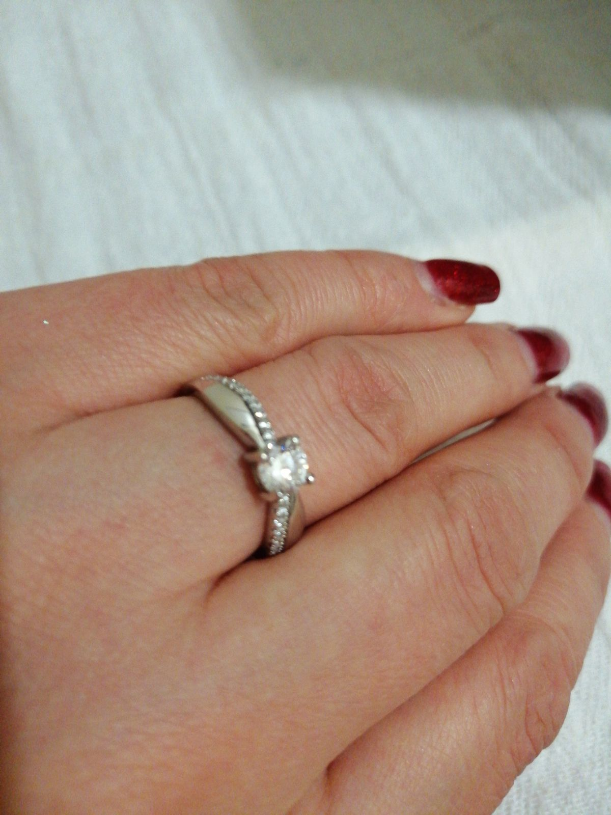 Очень красиво кольцо. Вечная классика, нежное.