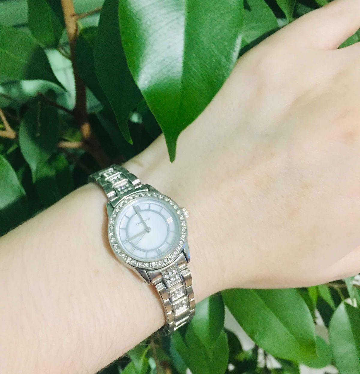 Серебряные часы.