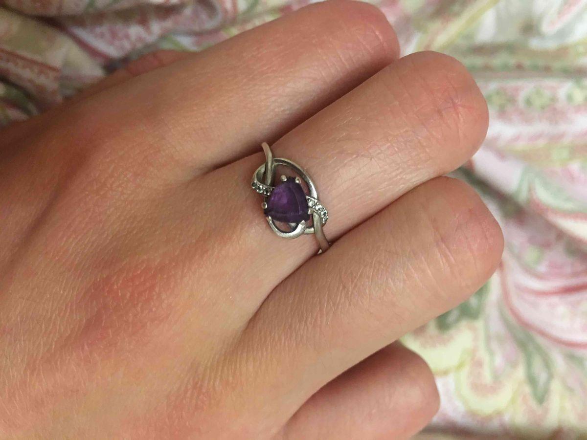 Серябрянное кольцо с камнем.