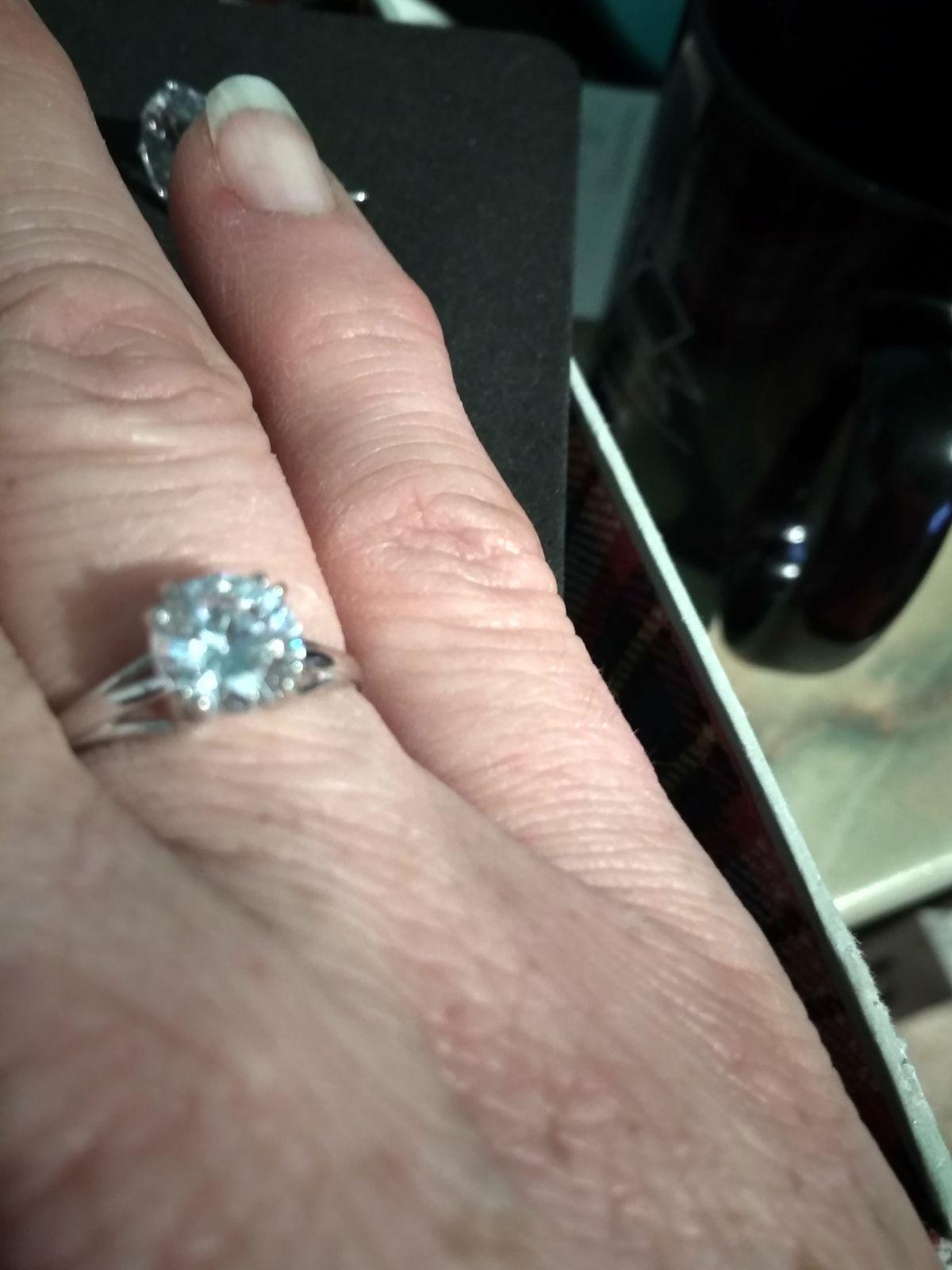 Отзыв на серебряное кольцо с фианитами