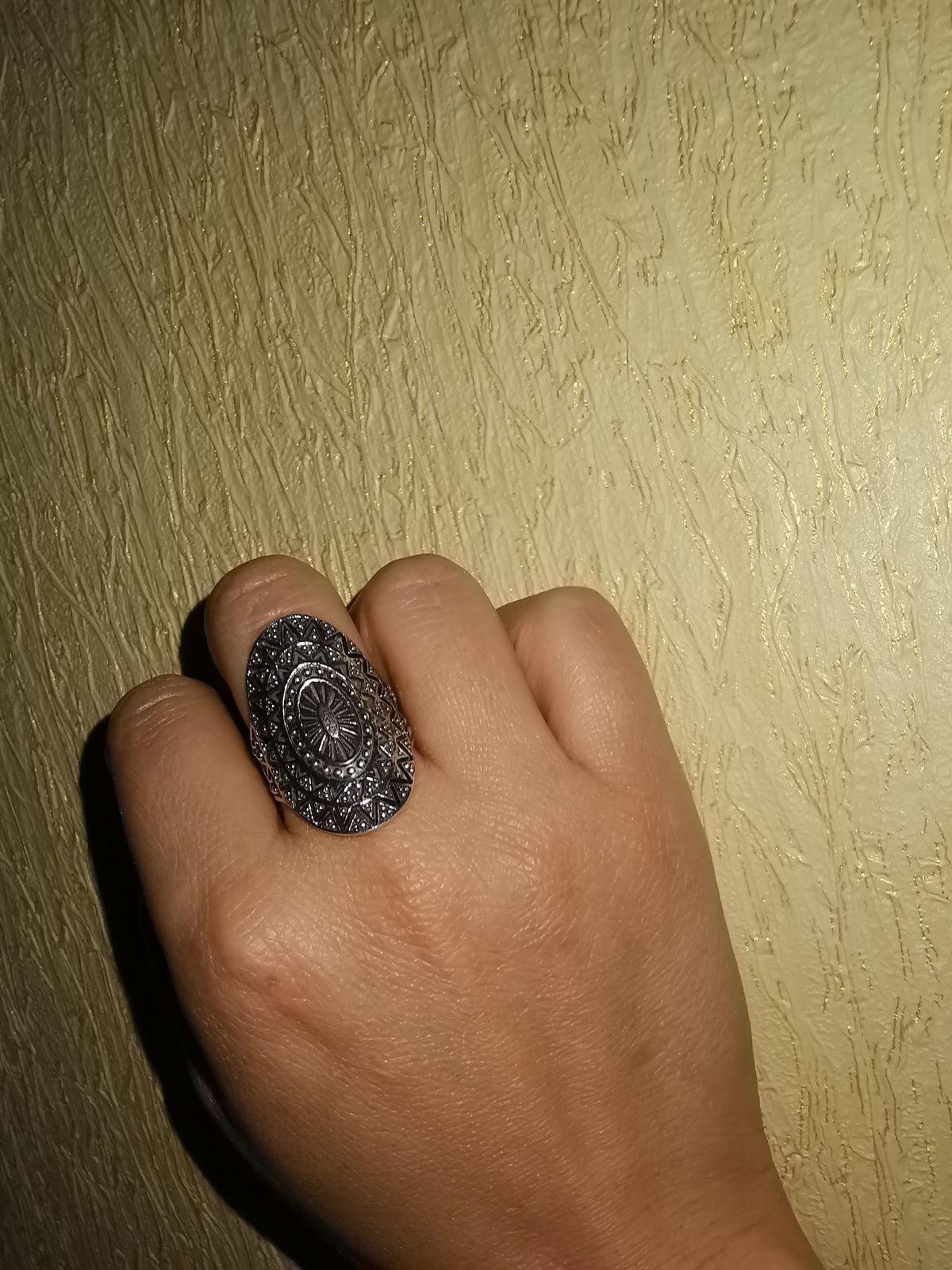 Необычное, изумительное кольцо