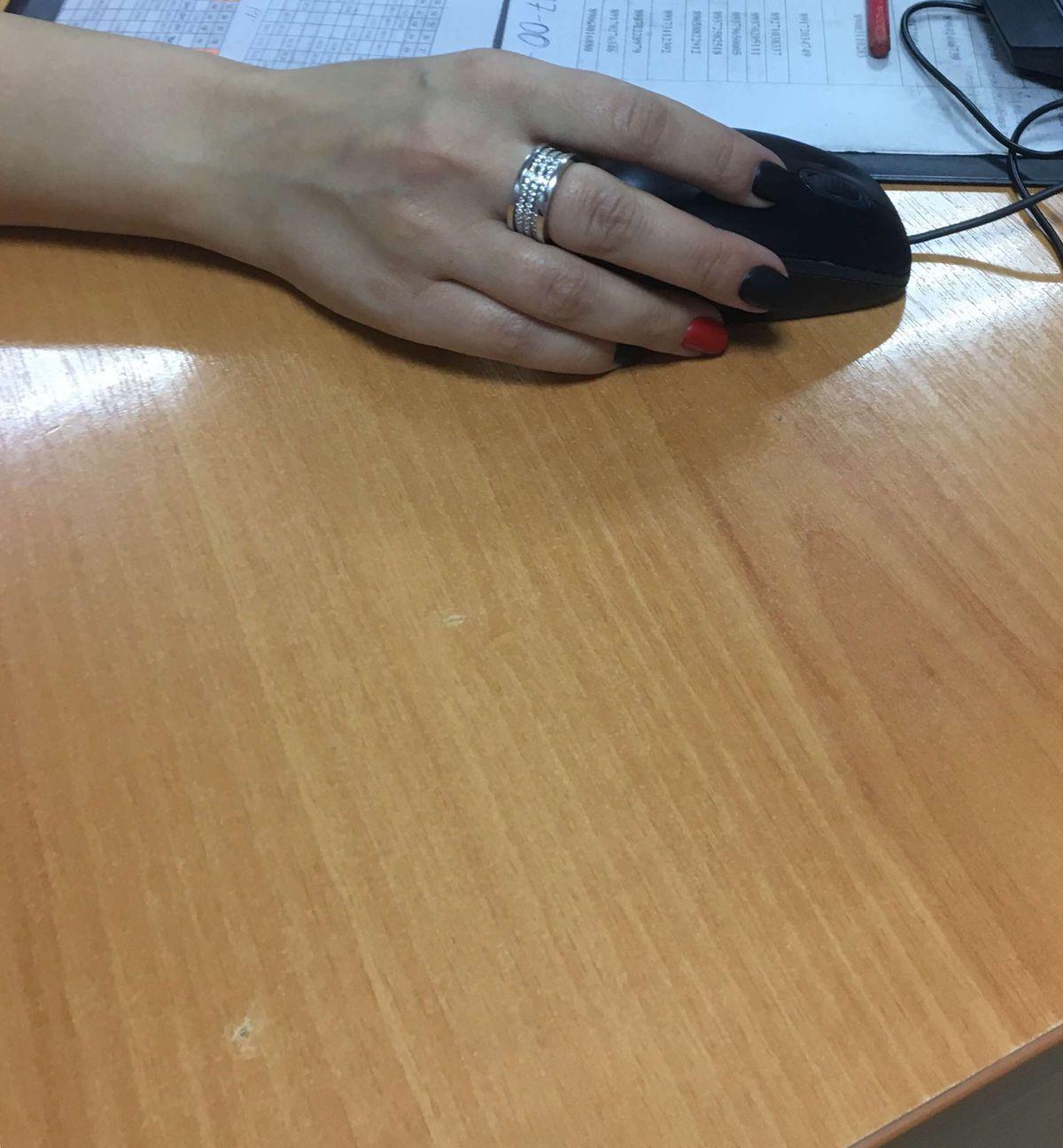 Шикарное кольцо , необычное , притягивает взгляд .