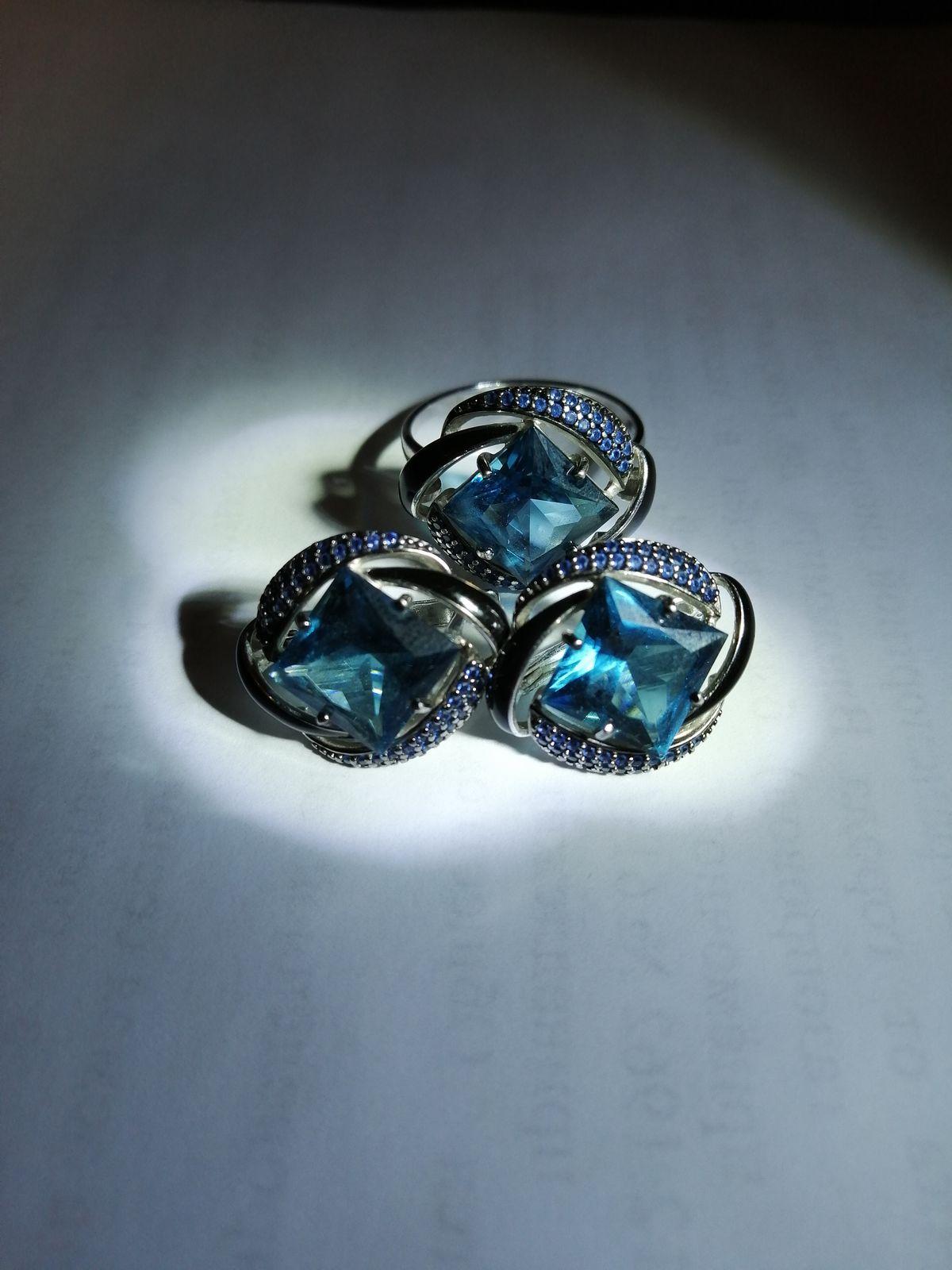 Серебряные серьги с наноситалами, фианитами и эмалью.