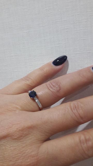 Сапфиры и бриллианты.