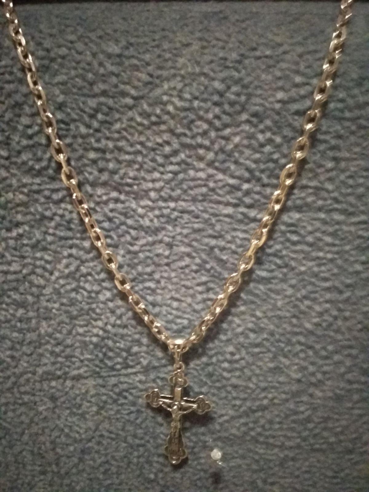Отличная цепочкаНе темнеет,есть грани,покупал в подарок вмести с крестиком