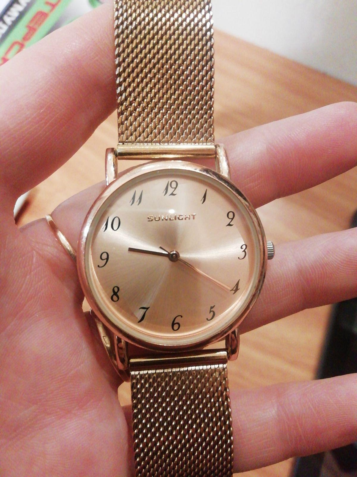 Наручные часы женские, цвет под золото