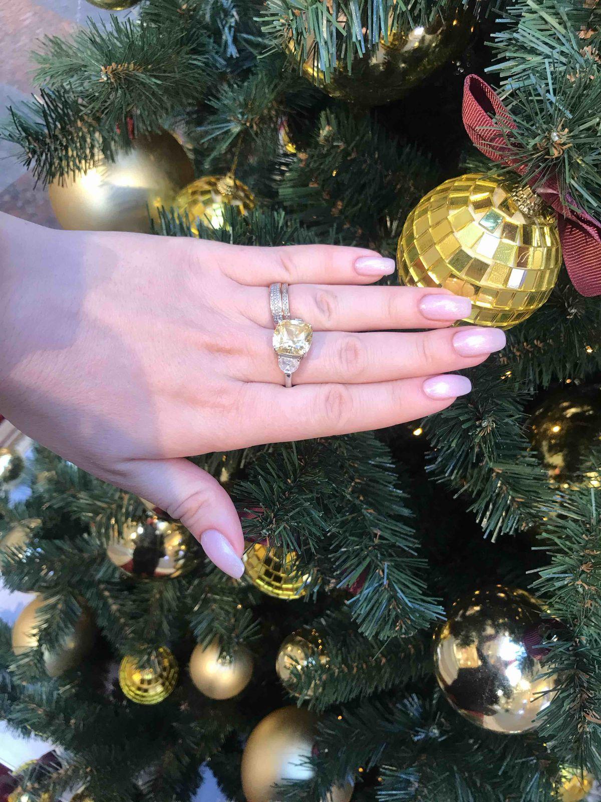 Шикарное кольцо!!! ношу три месяца ,как новое!!!