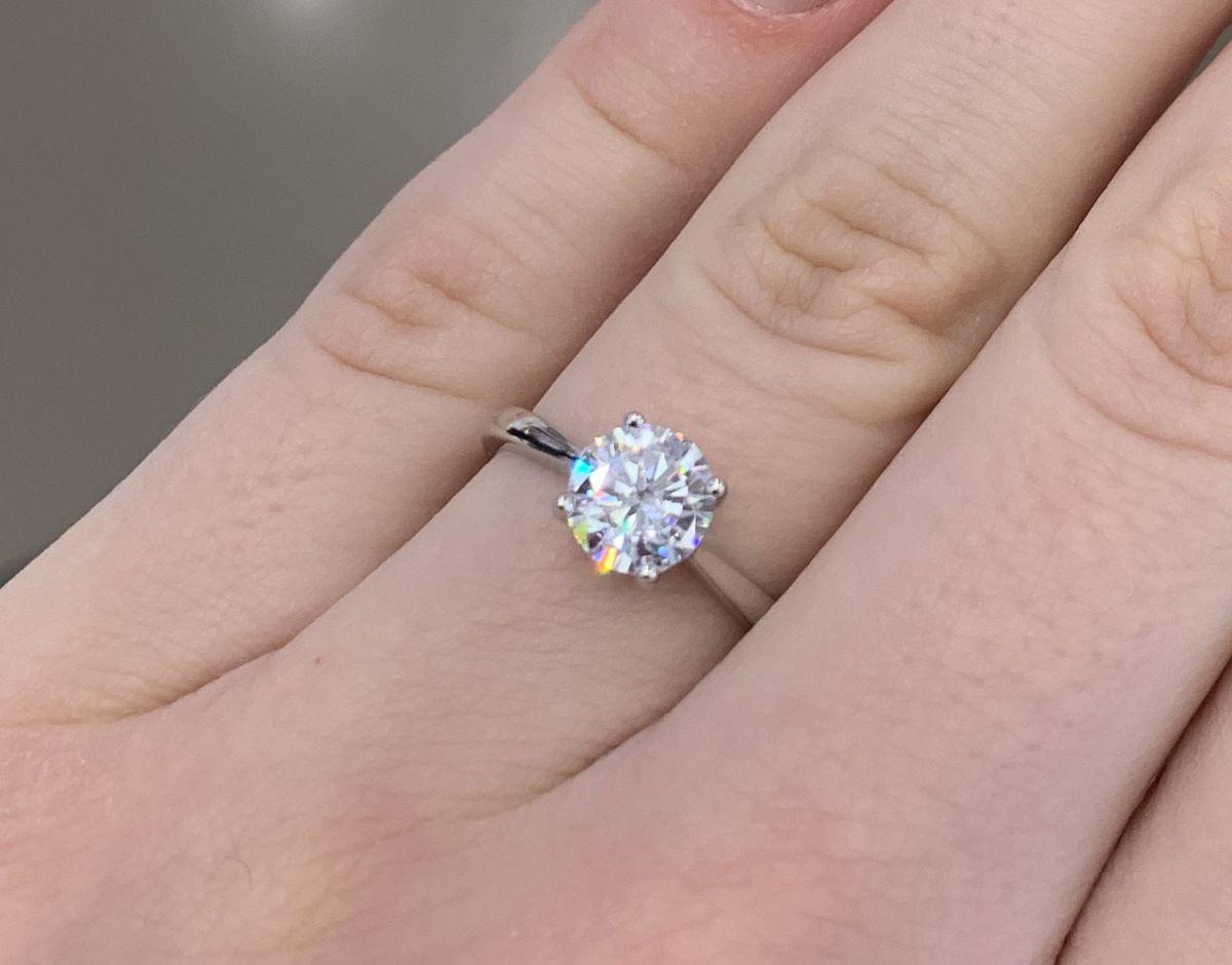Классика(кольцо с камнем)