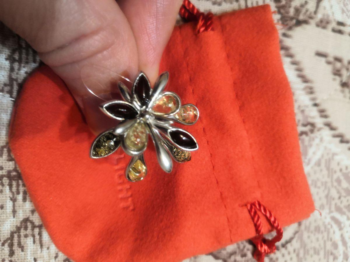 Серьги цветок с янтарем.