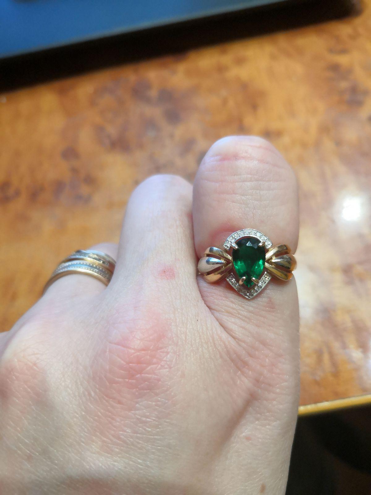 Кольцо с брильянтом и изумрудом