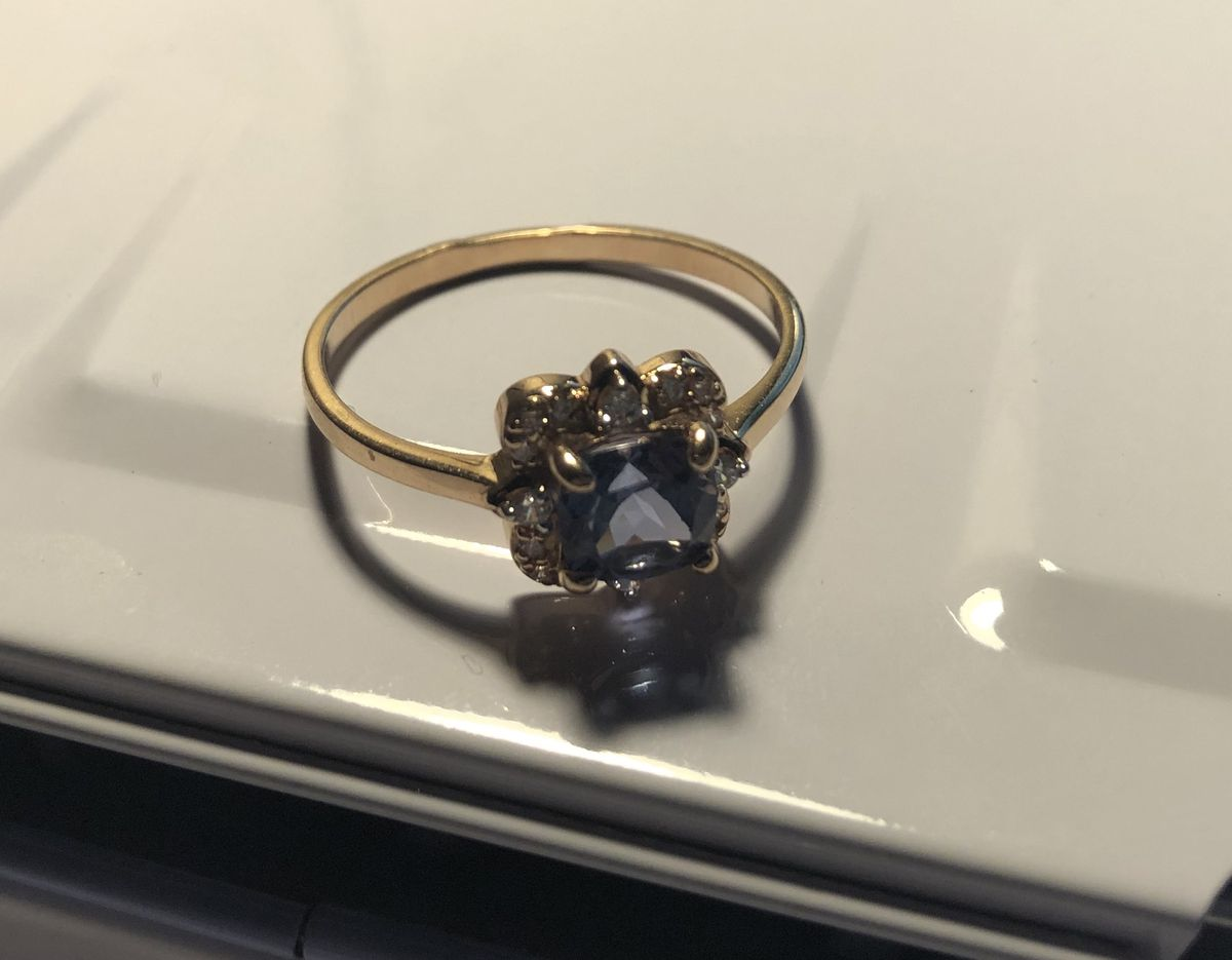 Кольцо с камнем цвета лаванды