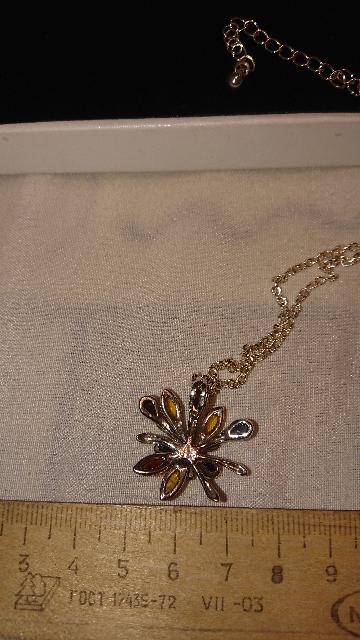 Серебряная подвеска с янтарем