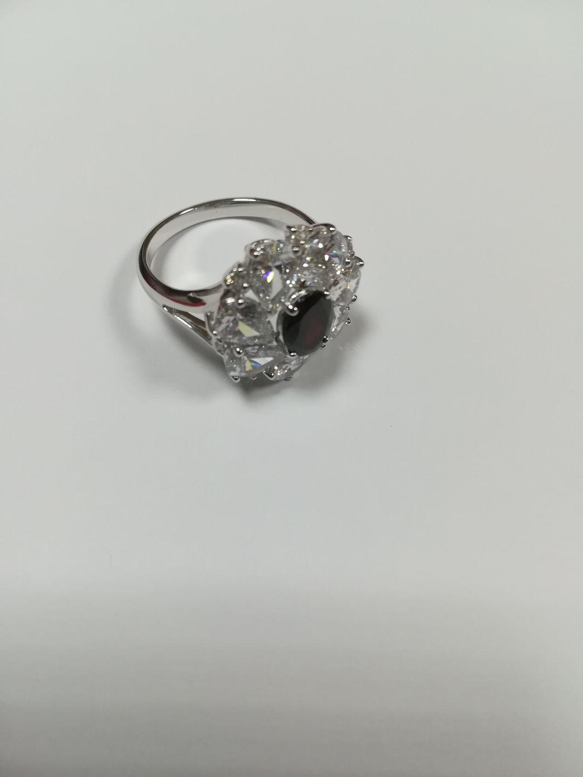 Серебряное кольцо с фианитами и природным гранатом