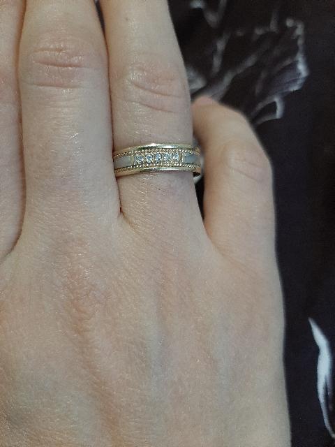 Шикарное кольцо, на пальце смотрится изумительно!