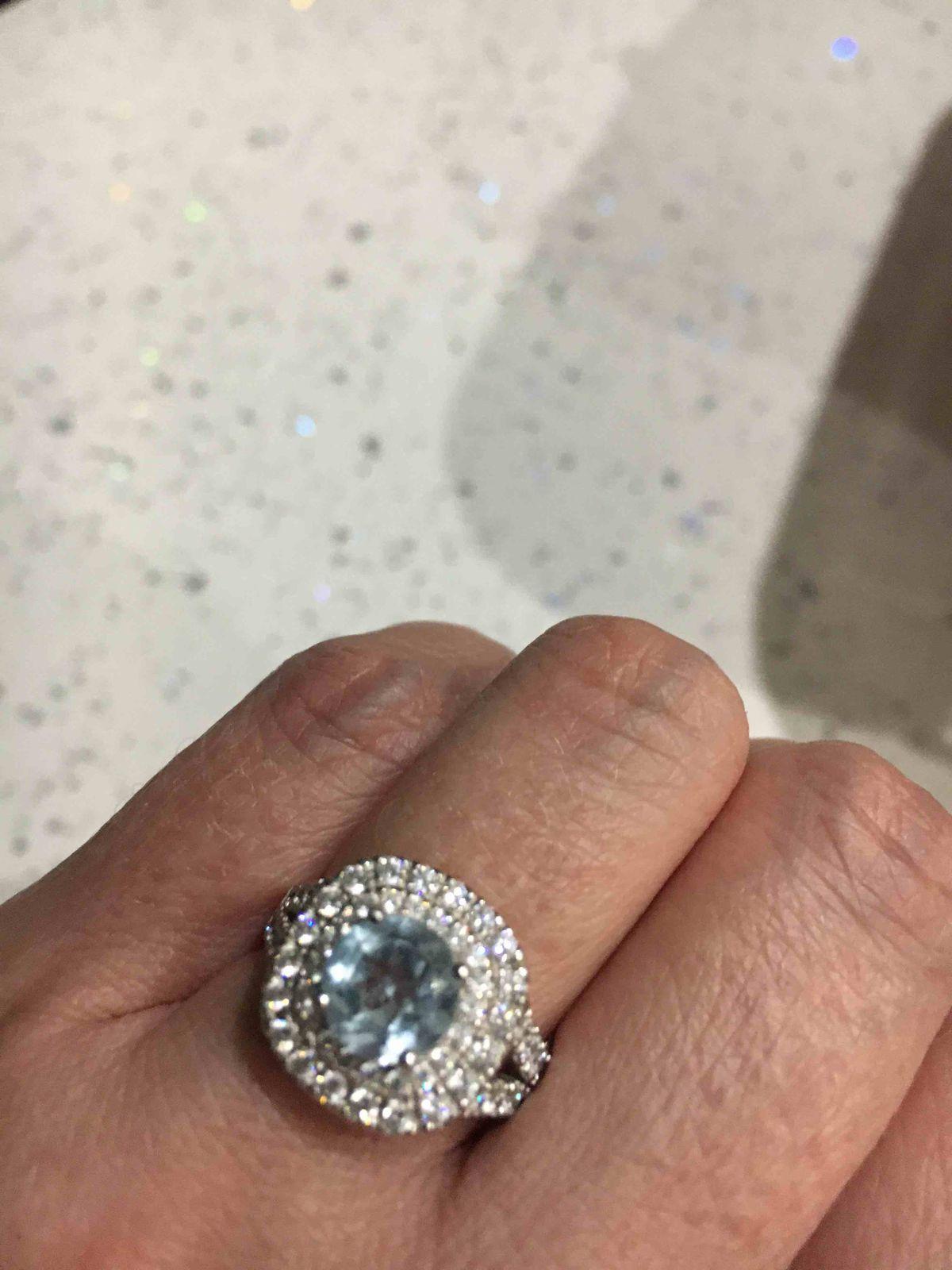 Серебряное кольцо с голубым топазом