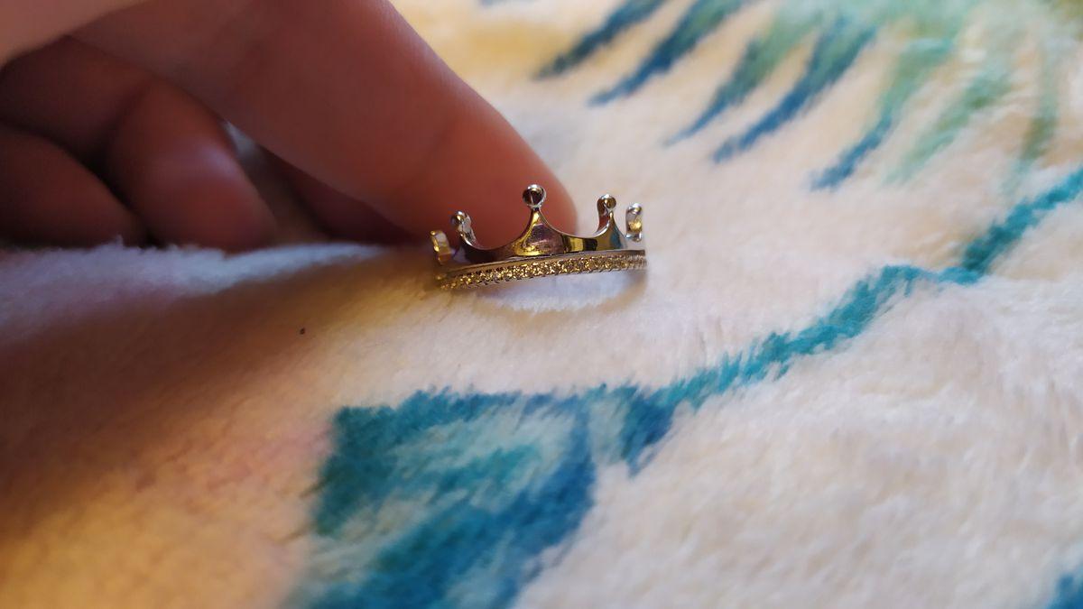 Лучше корона на пальце,чем на голове))
