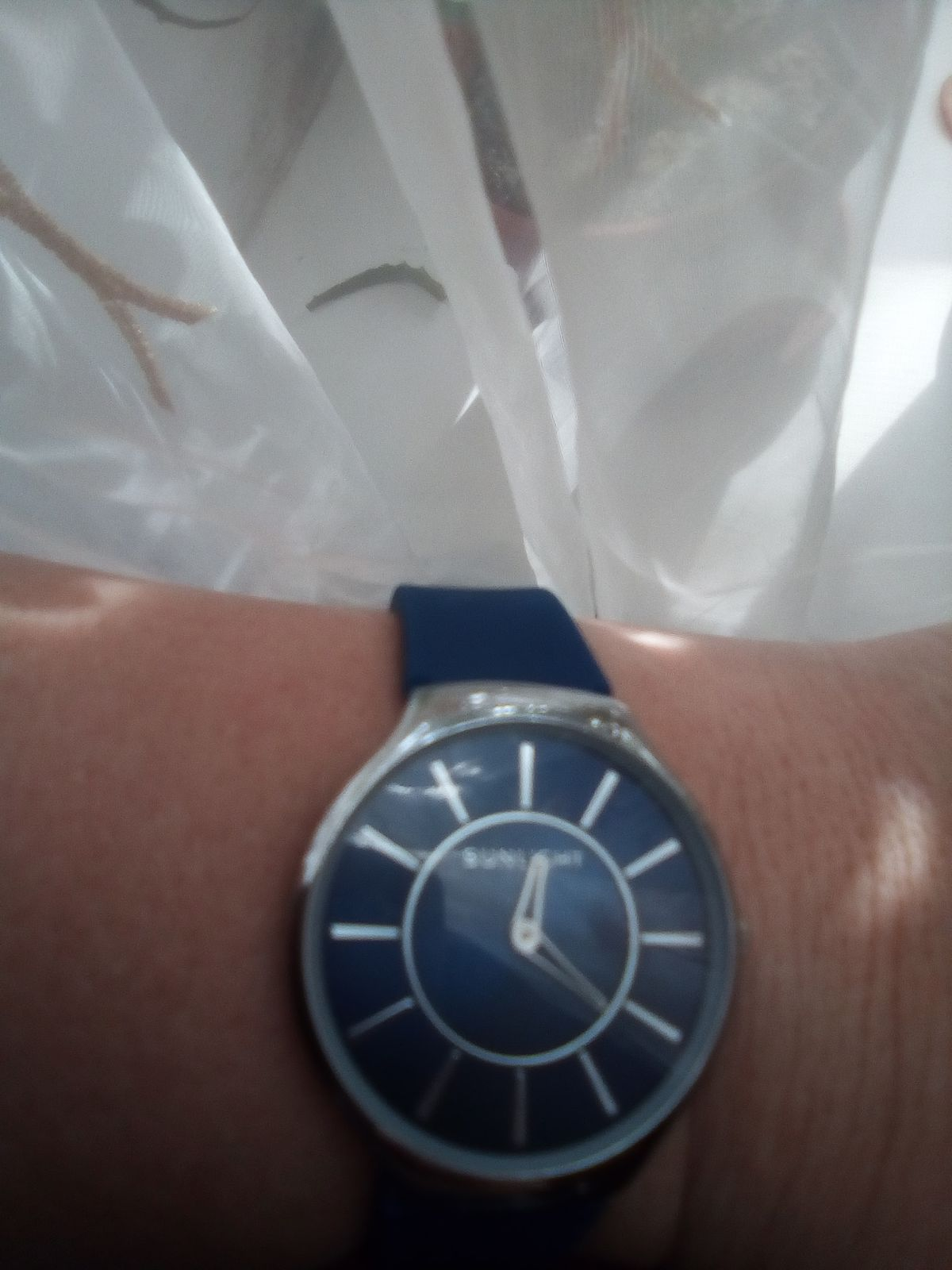 Яркие часы синего цвета)))
