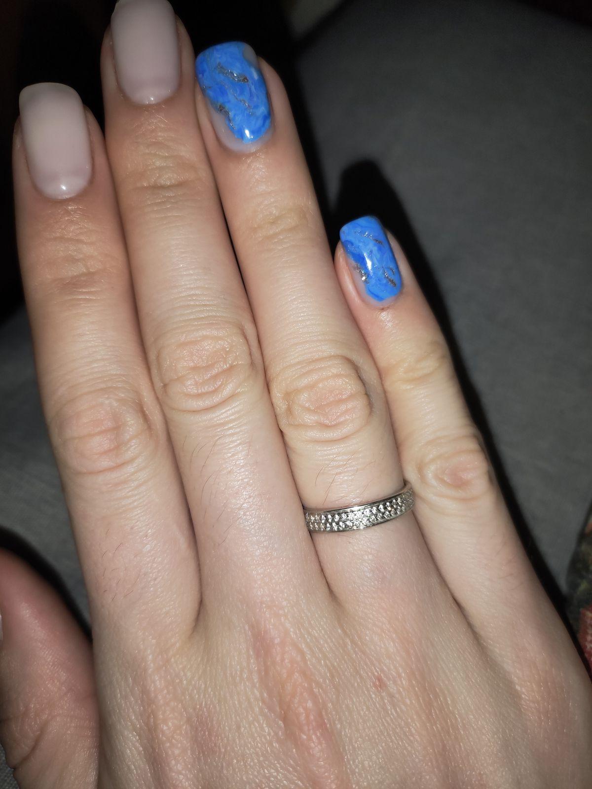 Красивое утонченное кольцо