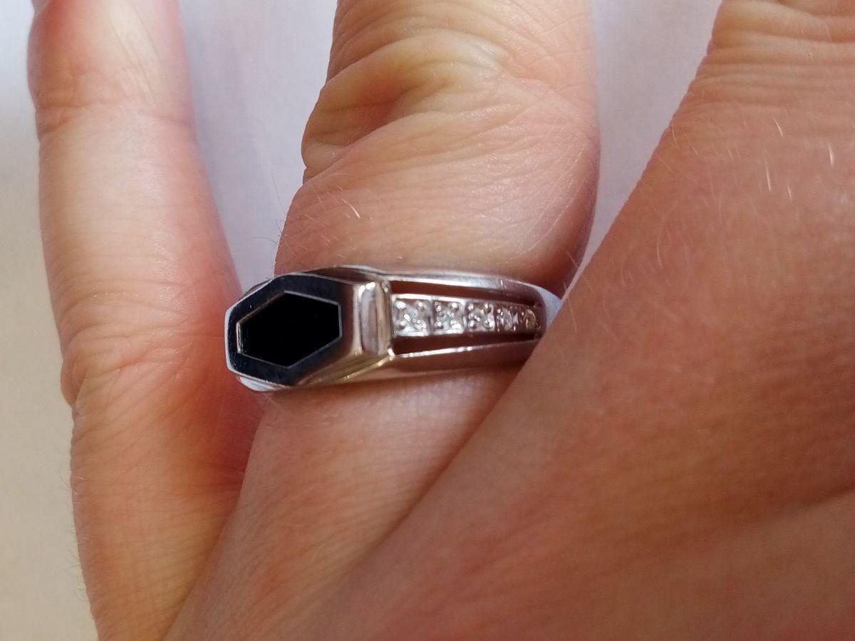 Неплохое мужское кольцо.