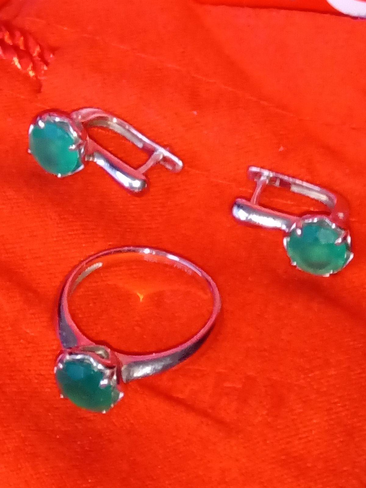 Серебряное кольцо с зелёным агатом.