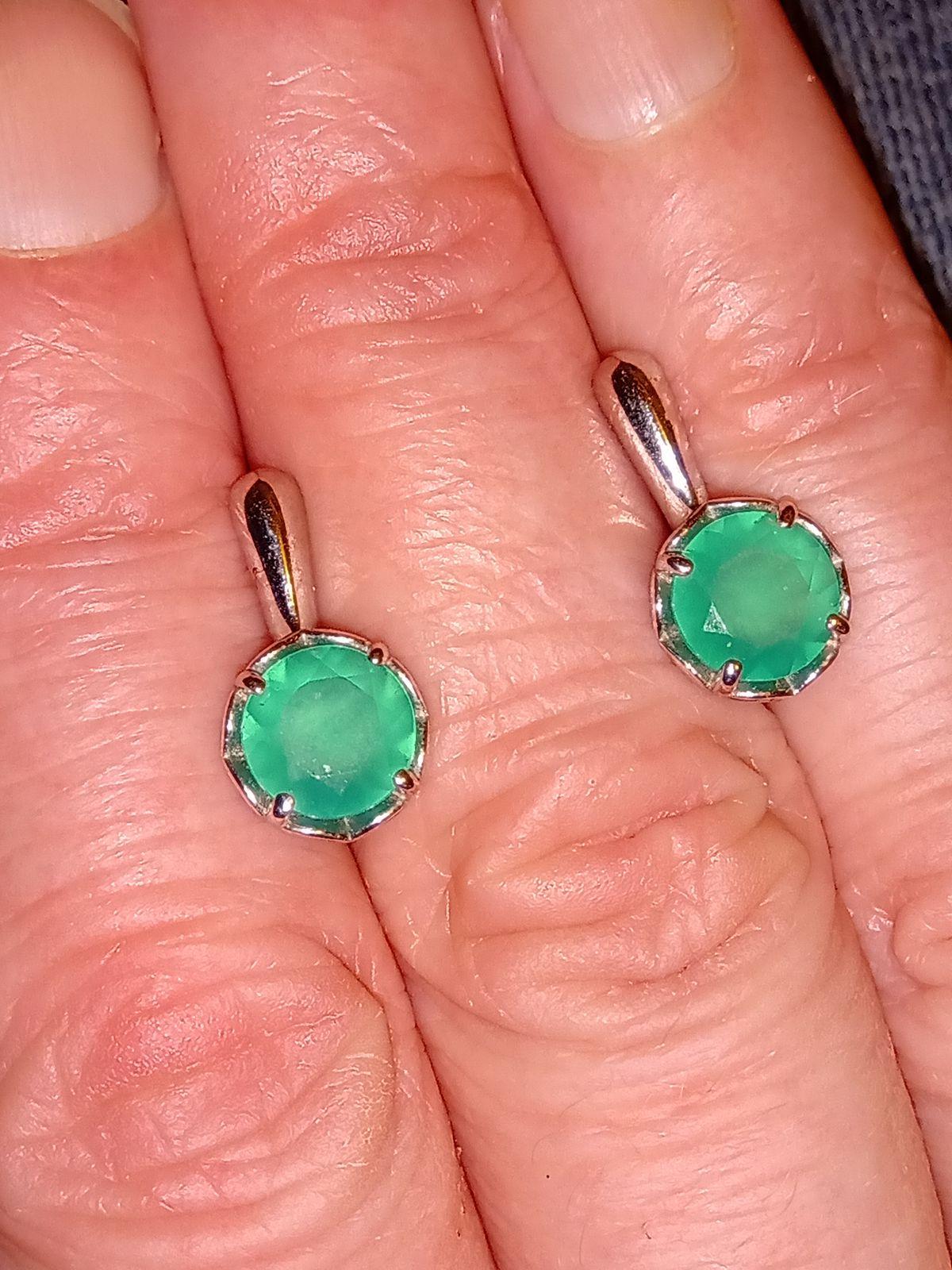 Серебряные серьги с зелёными агатами.