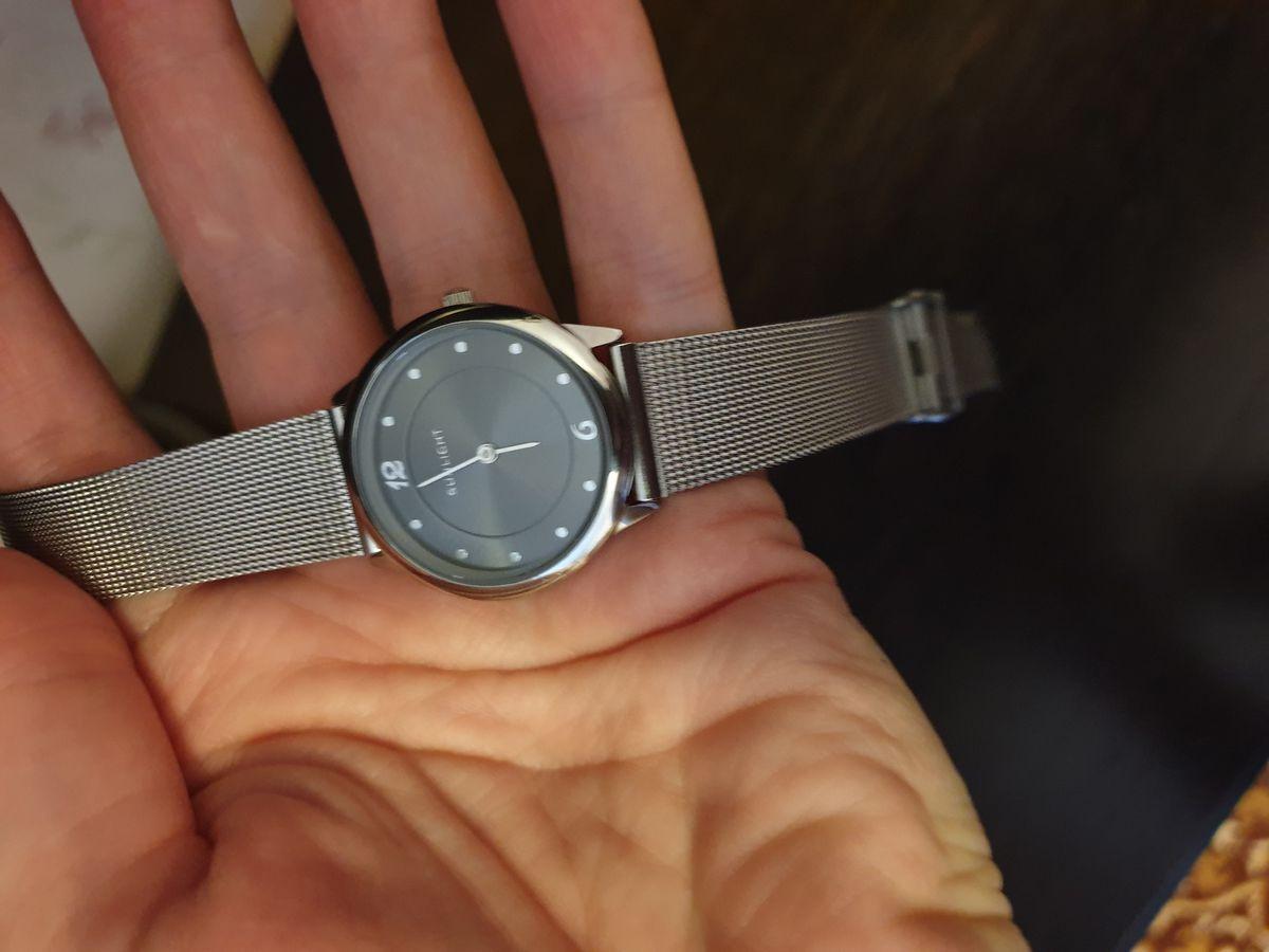 Часы с металлическим браслетом, из нержавеющего металла!