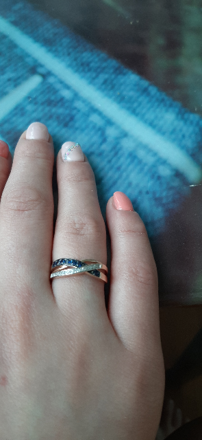 Аккуратное кольцо с сапфирами