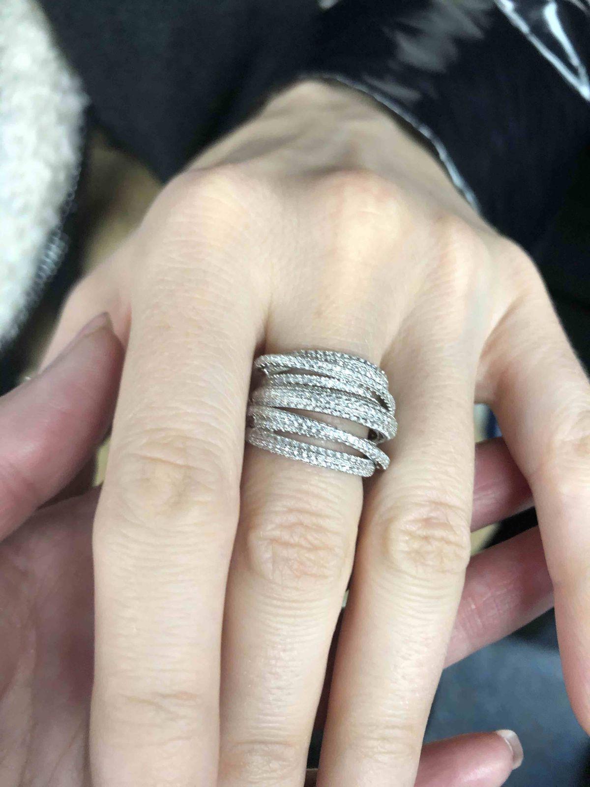 Потрясающей красоты кольцо
