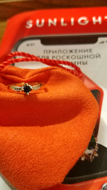 Сапфир и бриллианты колечко очень аккуратное и элегантное....
