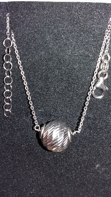 Колье серебрянный шарик