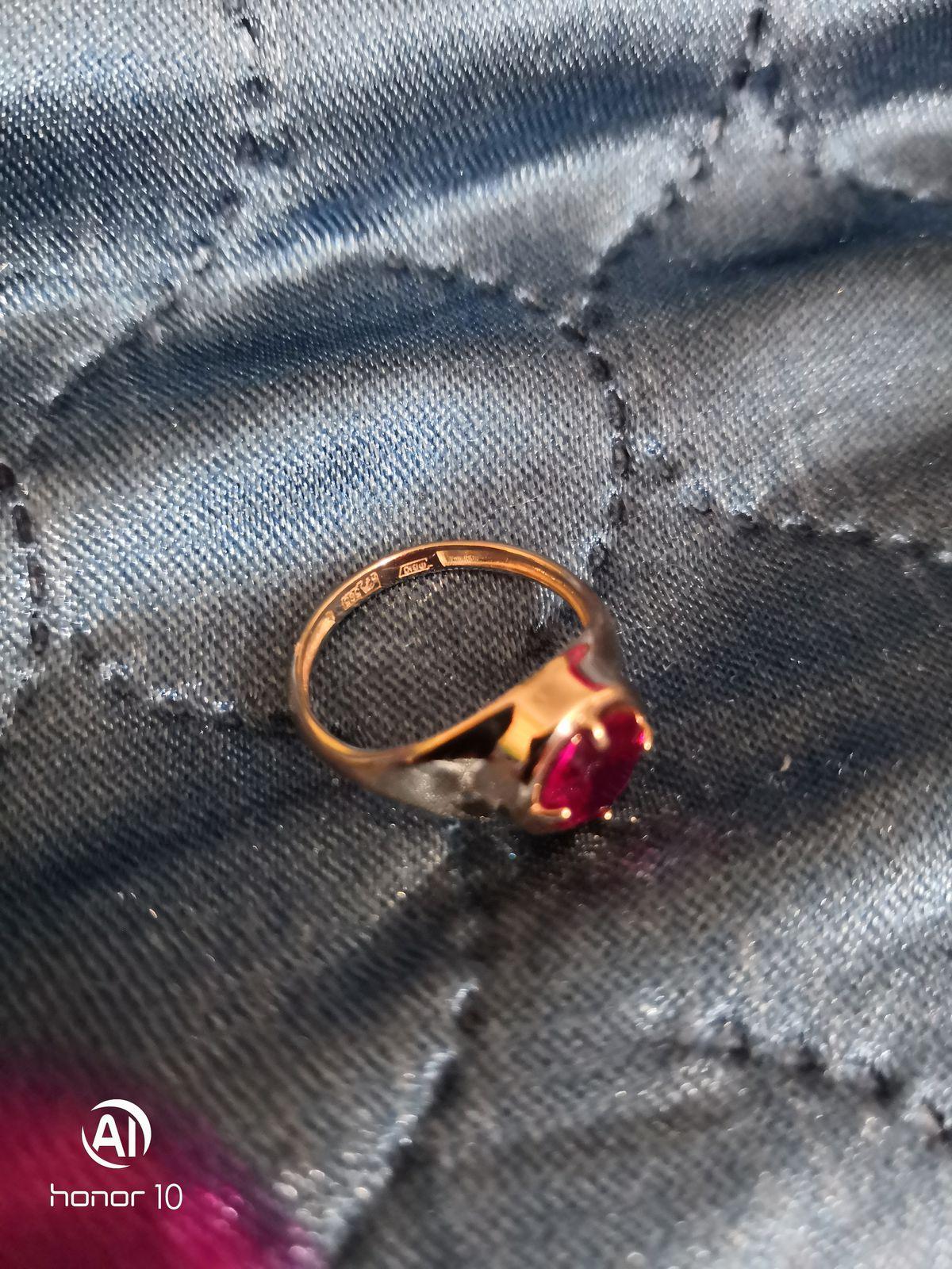 Давно мечтала о кольце с огромным рубином🤗 любимый поздравил с 8 марта💋👍