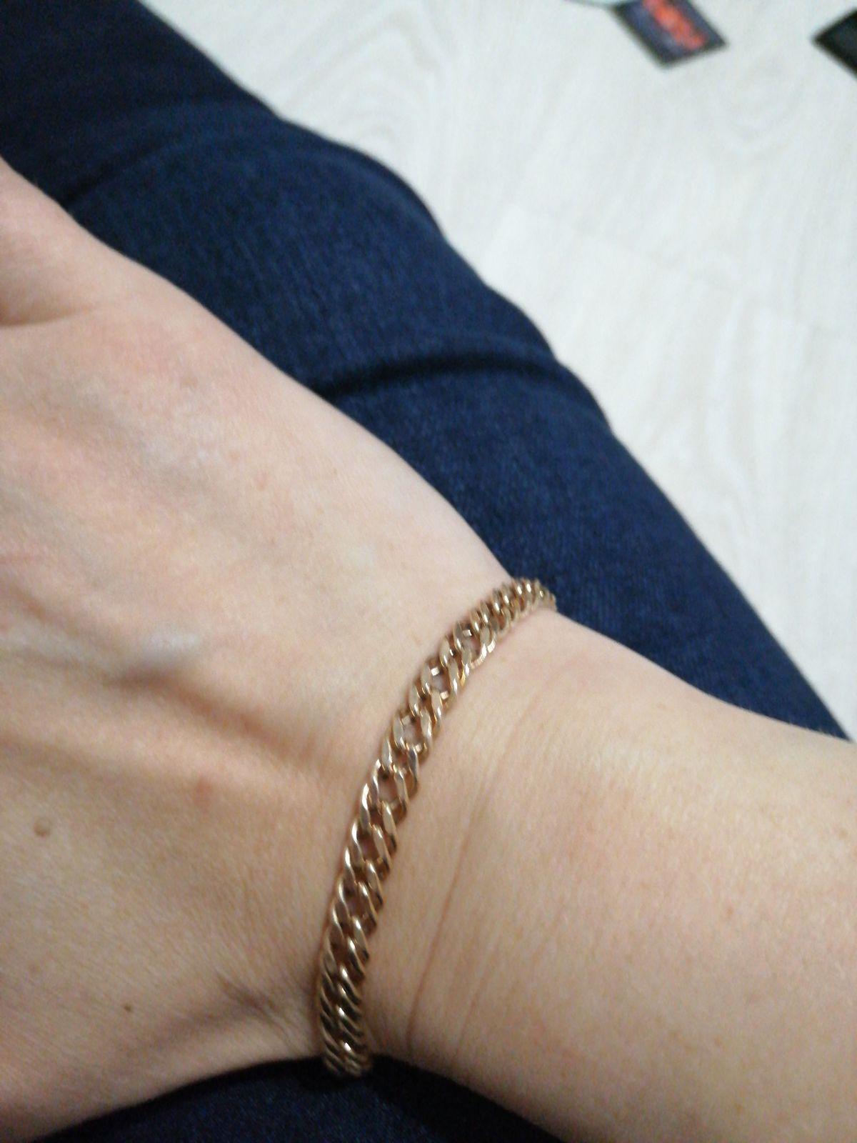 Прекрасный золотой браслет