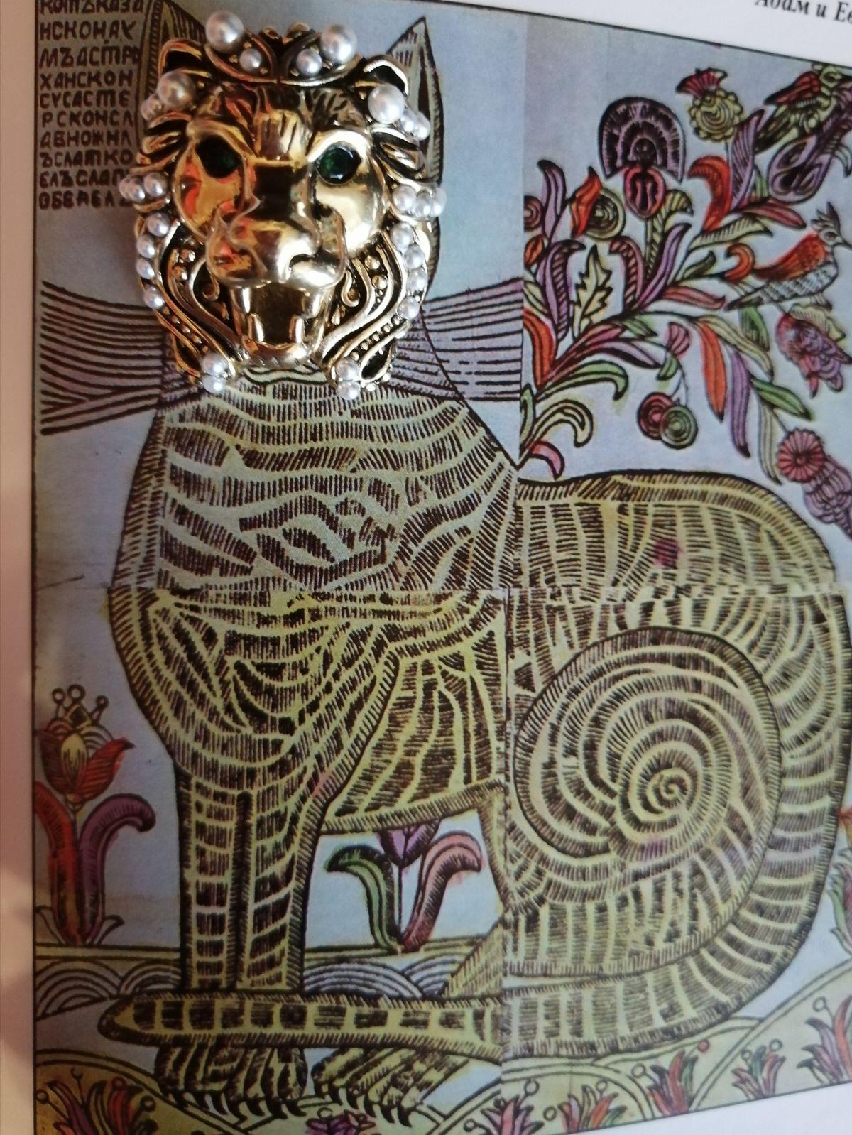 Лев серебряный зелонаглазый