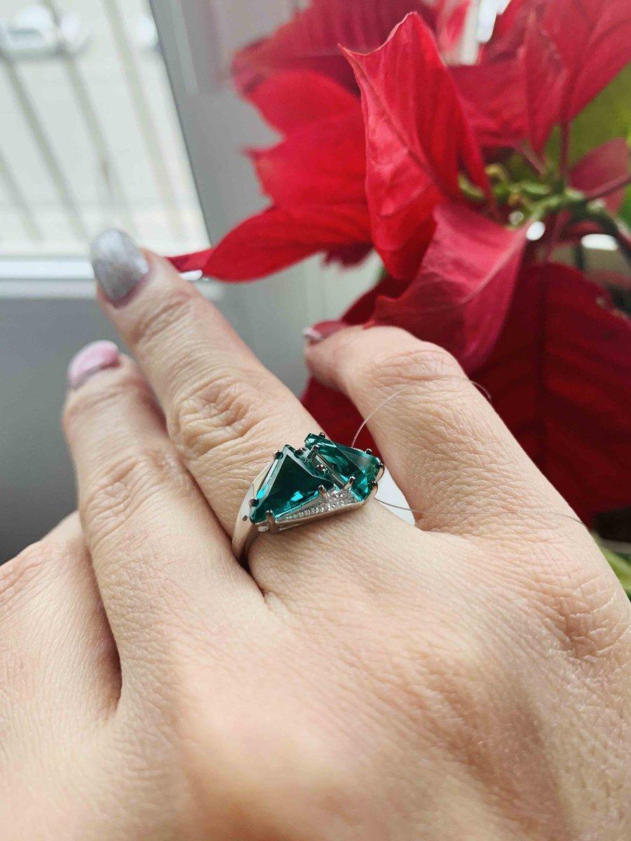 С кристалами кольцо